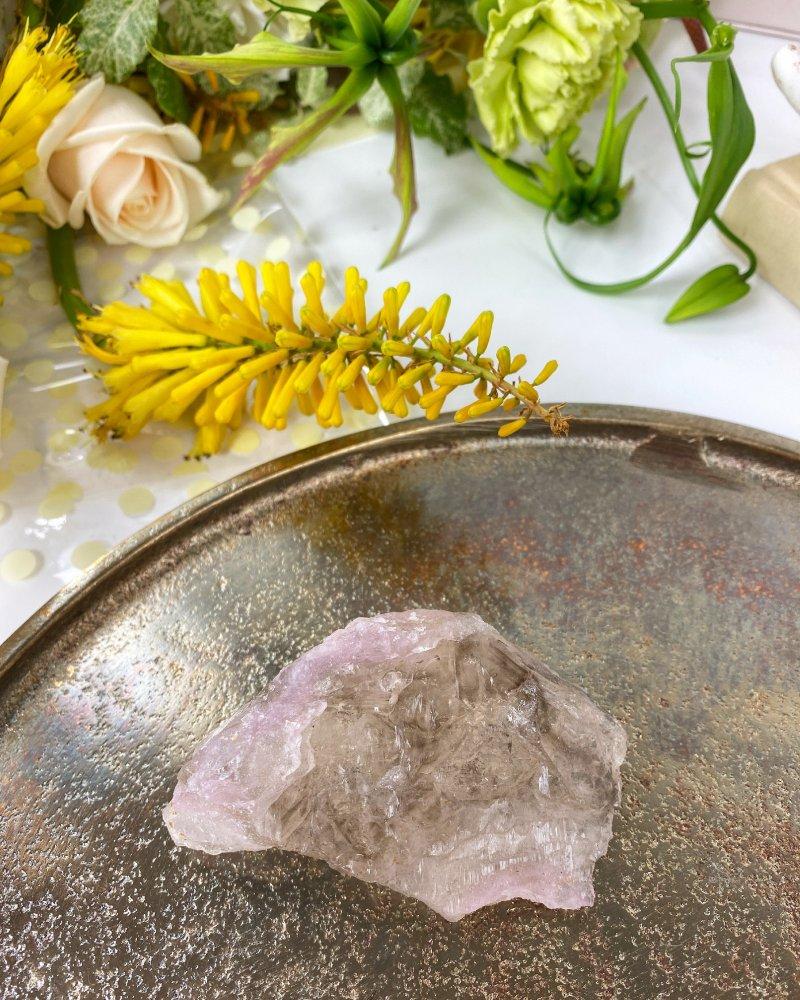 Růženín vzácný krystalický sbírkový Brazílie 121g