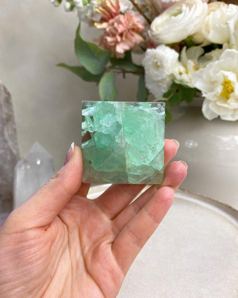Kamenná pyramida zelený fluorit 5cm