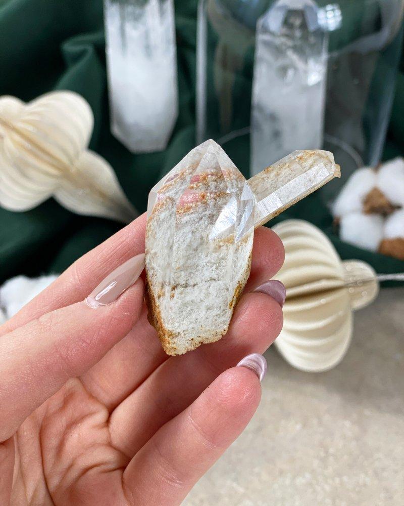 Minerál křišťál surový krystal s horninou Brazílie 196g