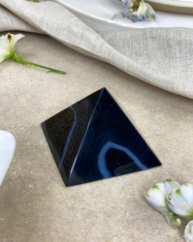 Achátová pyramida černá 5,5cm 128g