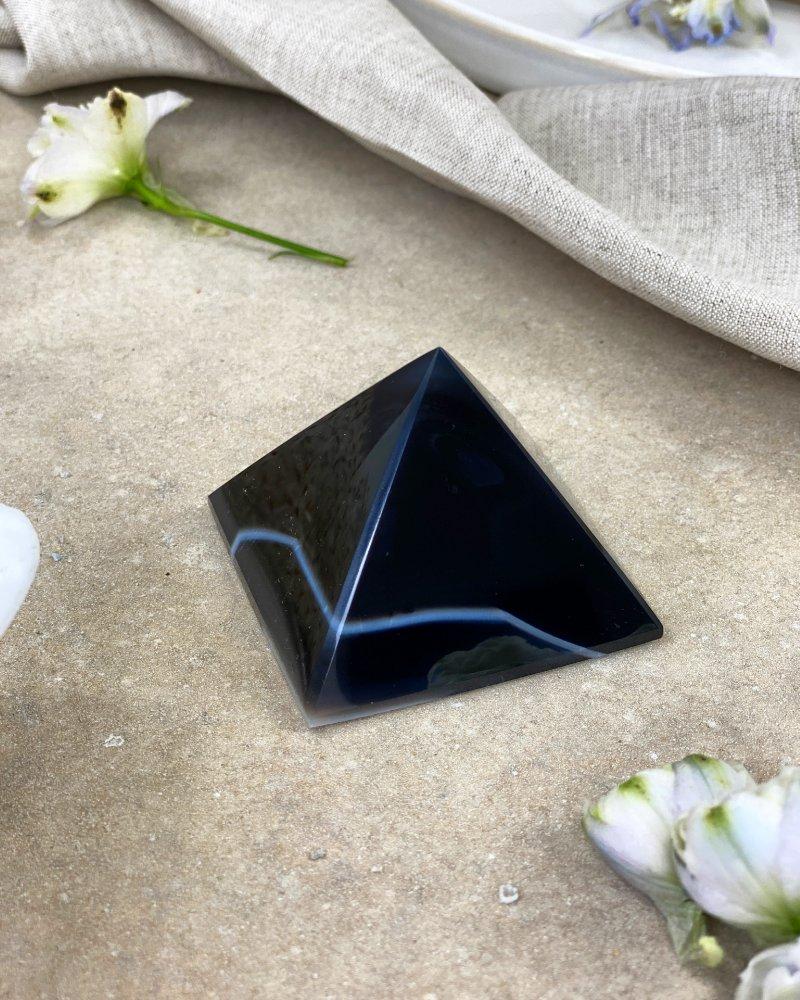 Achátová pyramida černá 5cm 94g