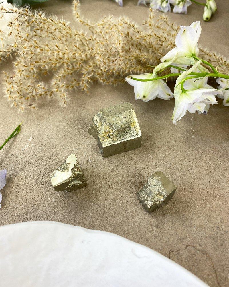 Drahé kameny pyrit kostka Peru 14g