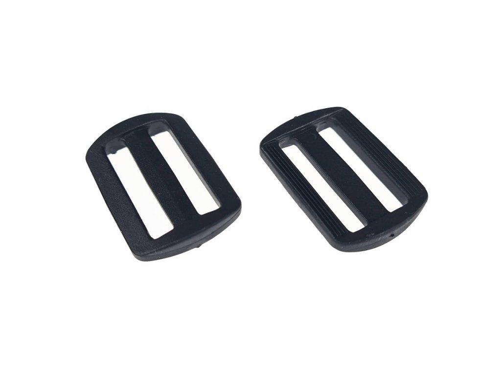Průvlek plastový 3 cm černý
