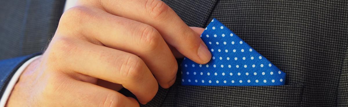 kapesnicek-modry-oblek