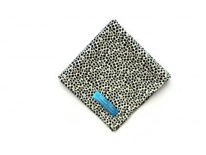Bílý kapesníček do klopy s černými puntíky