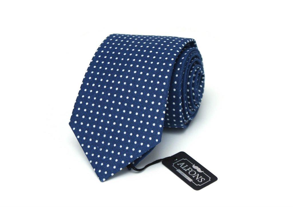 modra kravata s bilymi puntiky 04