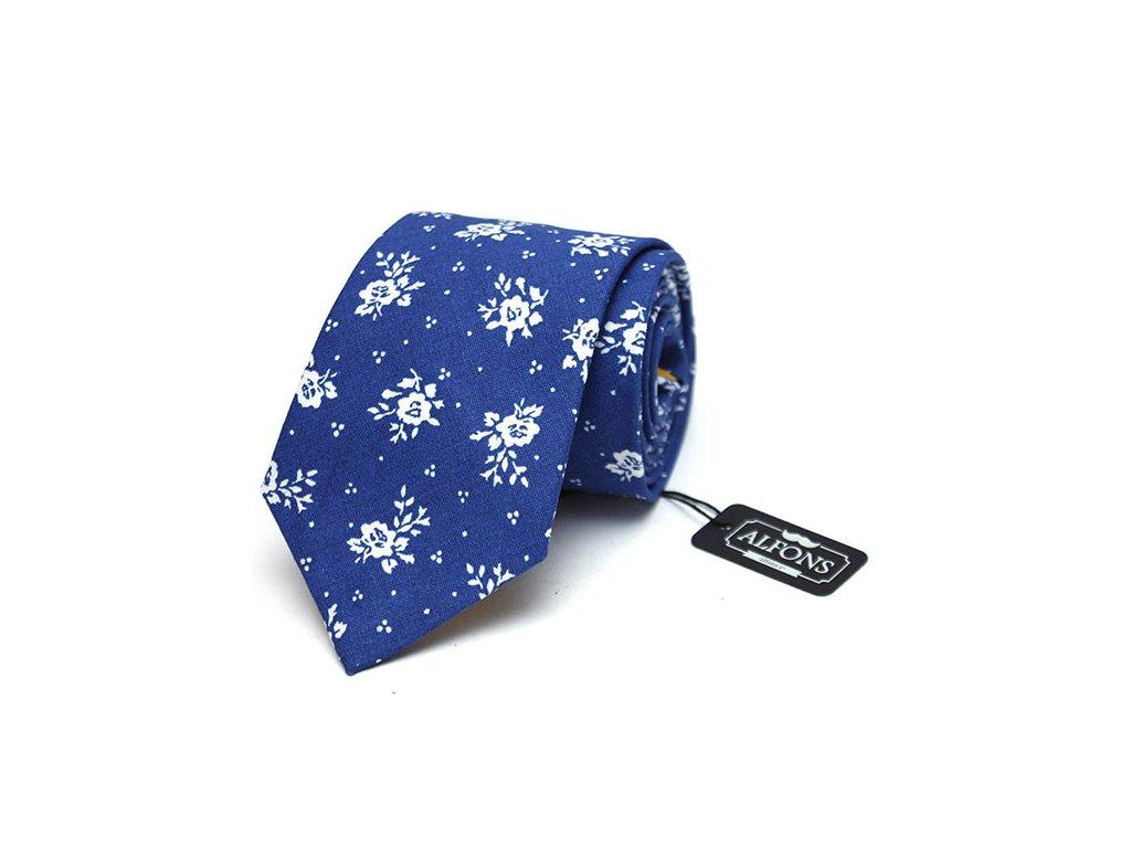 syte modra kravata s bilymi kvetinovymi detaily 03