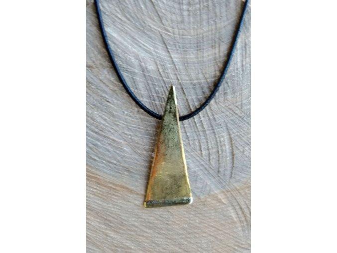 Mosazný přívěs trojúhelníkový