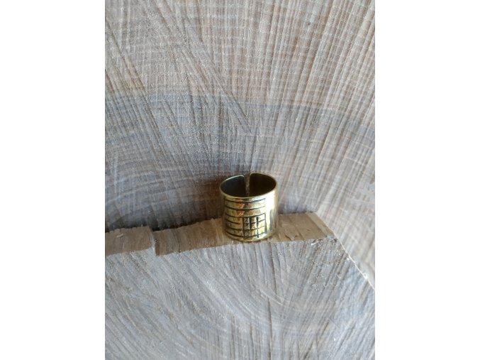 Mosazný prsten s mřížkou