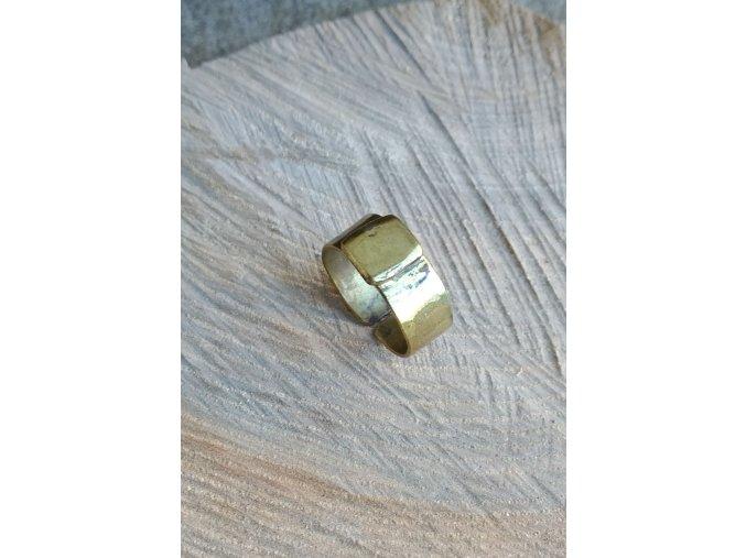 Mosazný prsten s obdélníkovou ozdobou