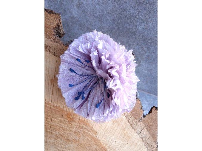 Květ světle fialový