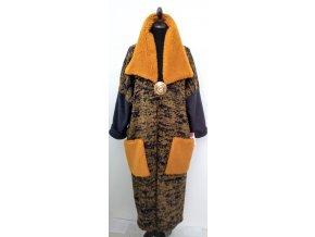 Kabát s okrovým chlupatým límcem