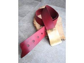 Kožený pásek vínové barvy