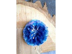 Květ v tónech modré