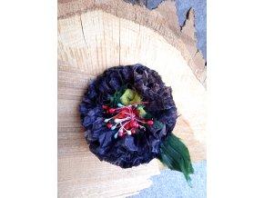 Květ v odstínech černé
