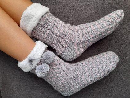 Televizní ponožky s bambulkami