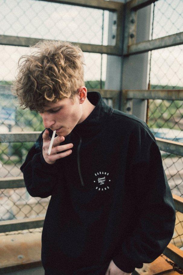 black vintage sweatshirt simply 01