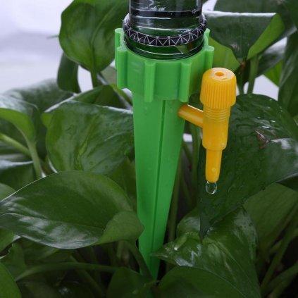 Kapkový zavlažovač na PET láhev