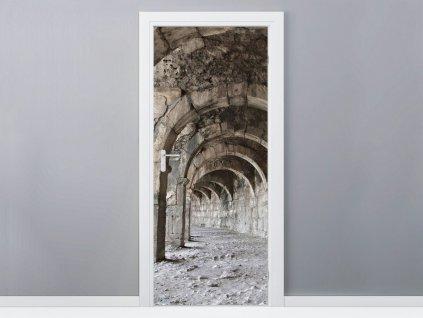 Öntapadó ajtómatrica Öreg kőalagút 95x205cm  + Ajándék