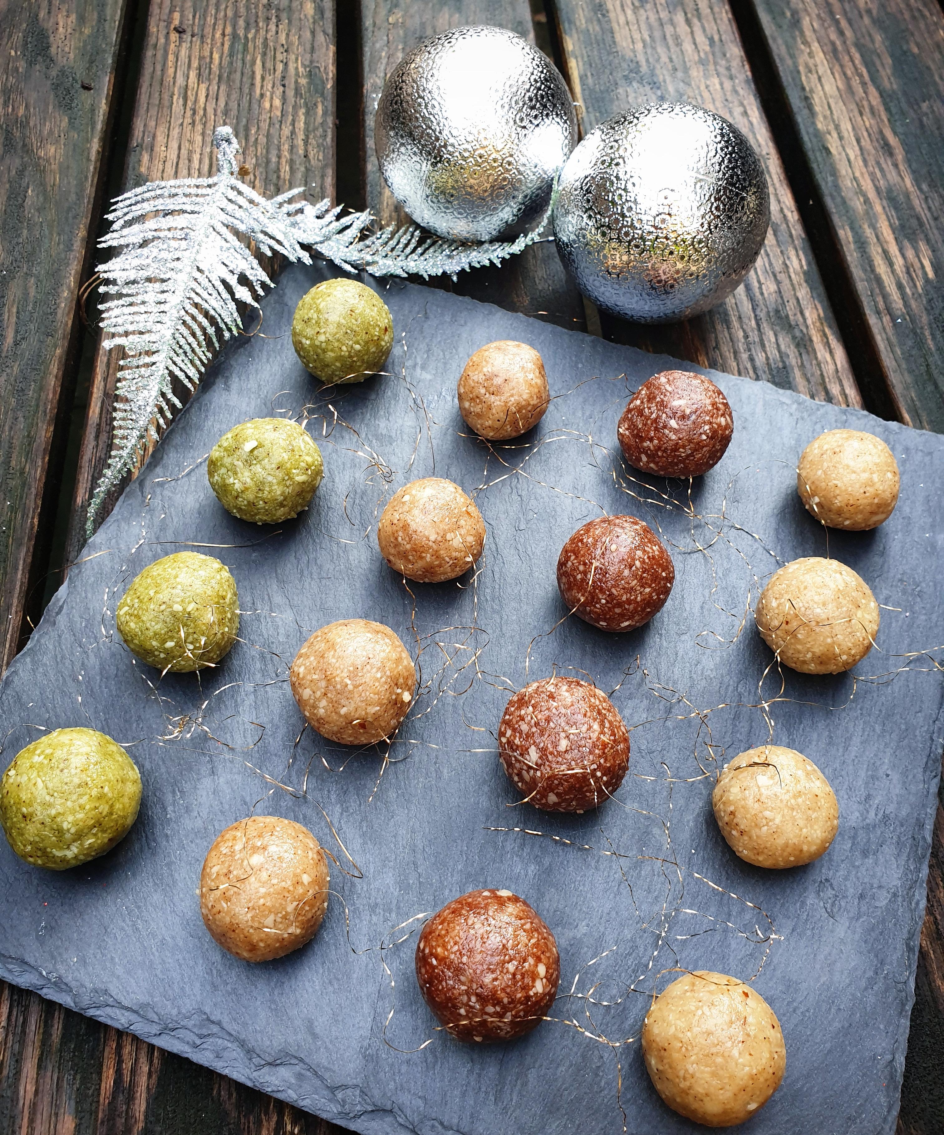 Raw mandlové kuličky s černým citronem