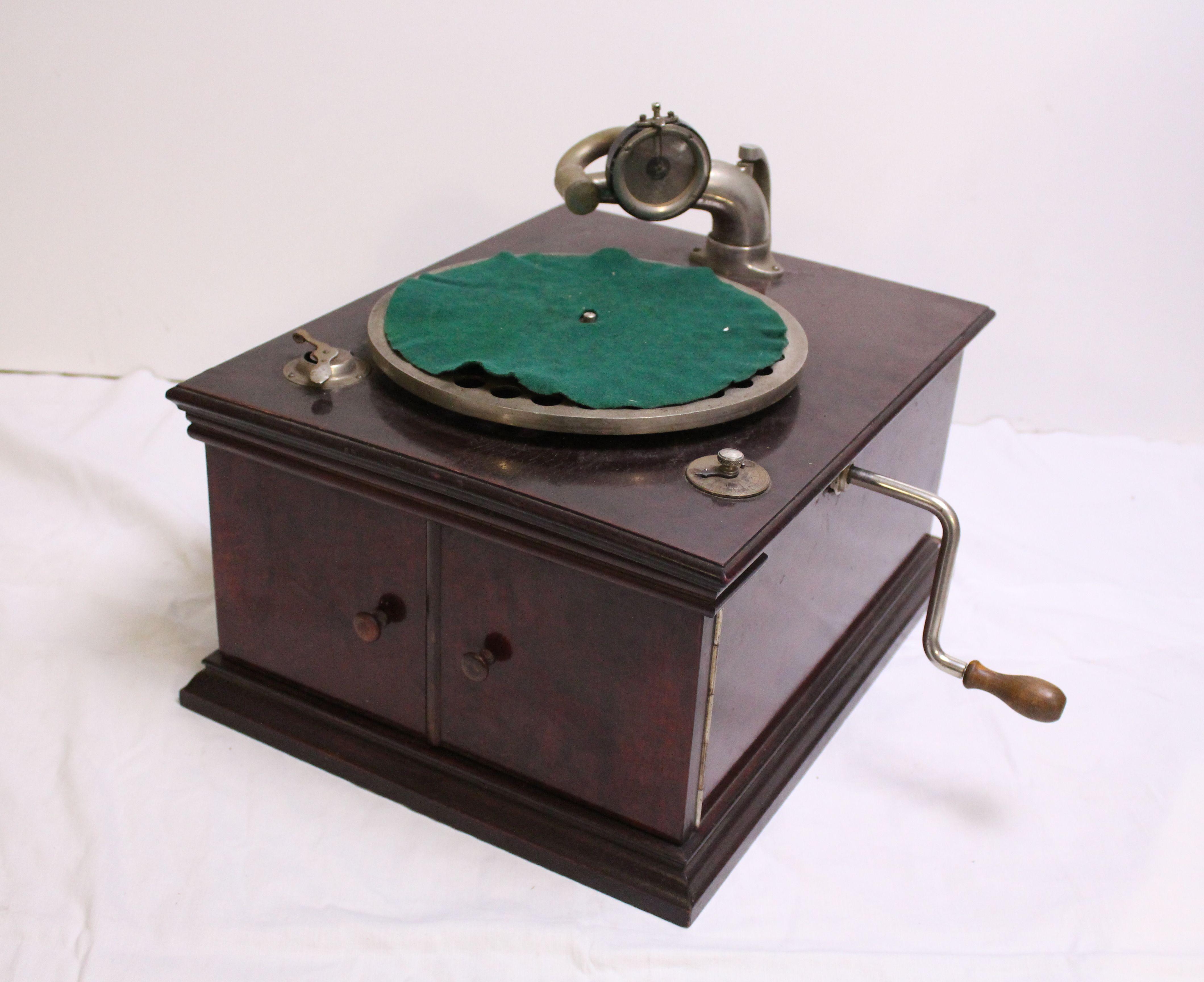 Gramofony / Radia / Hrací skřínky