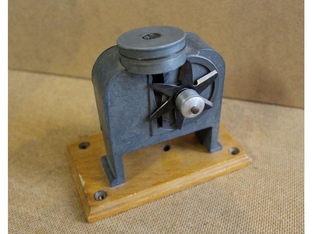 Staré mechanické ořezávátko x117 3