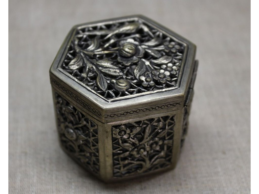Stará šperkovnice x132 4