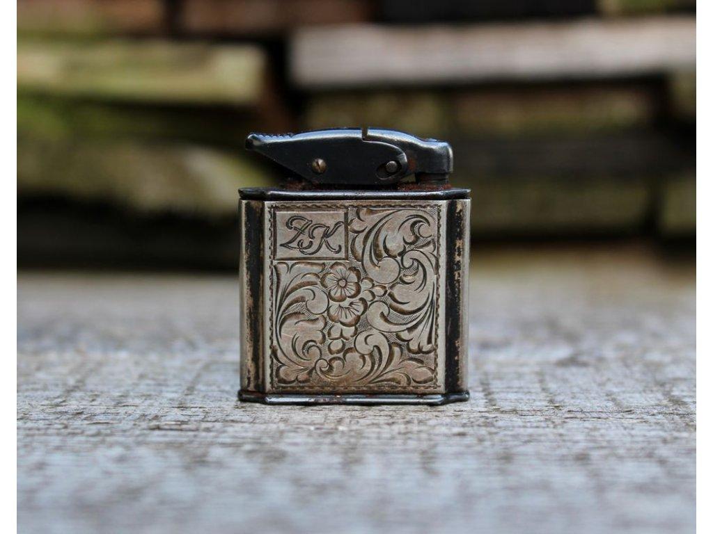 Starý stříbrný zapalovač x141 1
