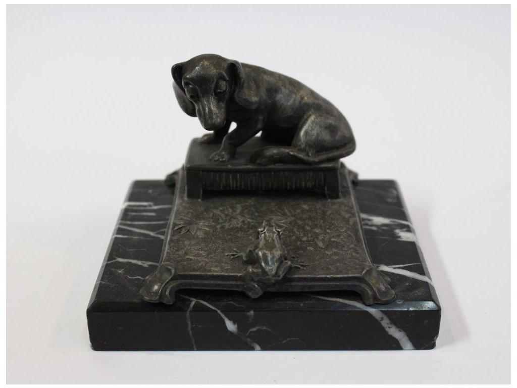 Kovová soška pes s žábou x280 6