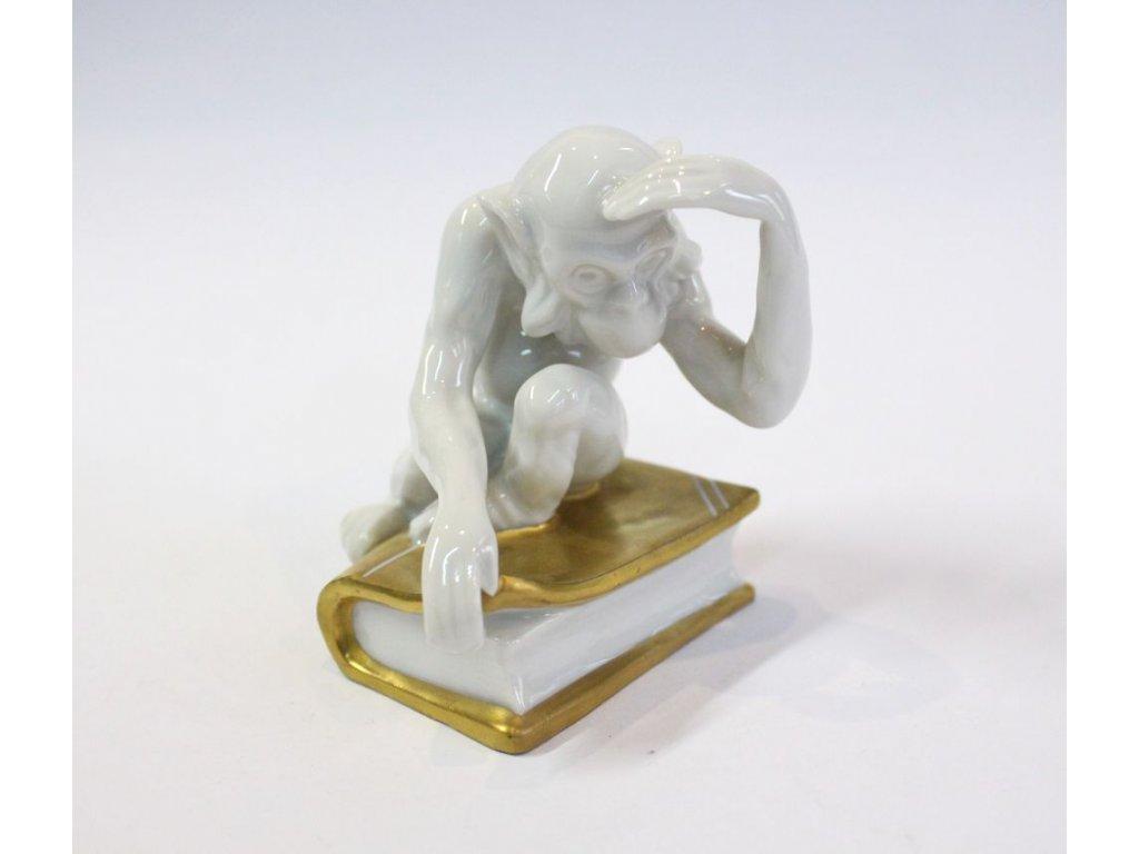 Soška porcelán Opice na knize Slavkov x282 5