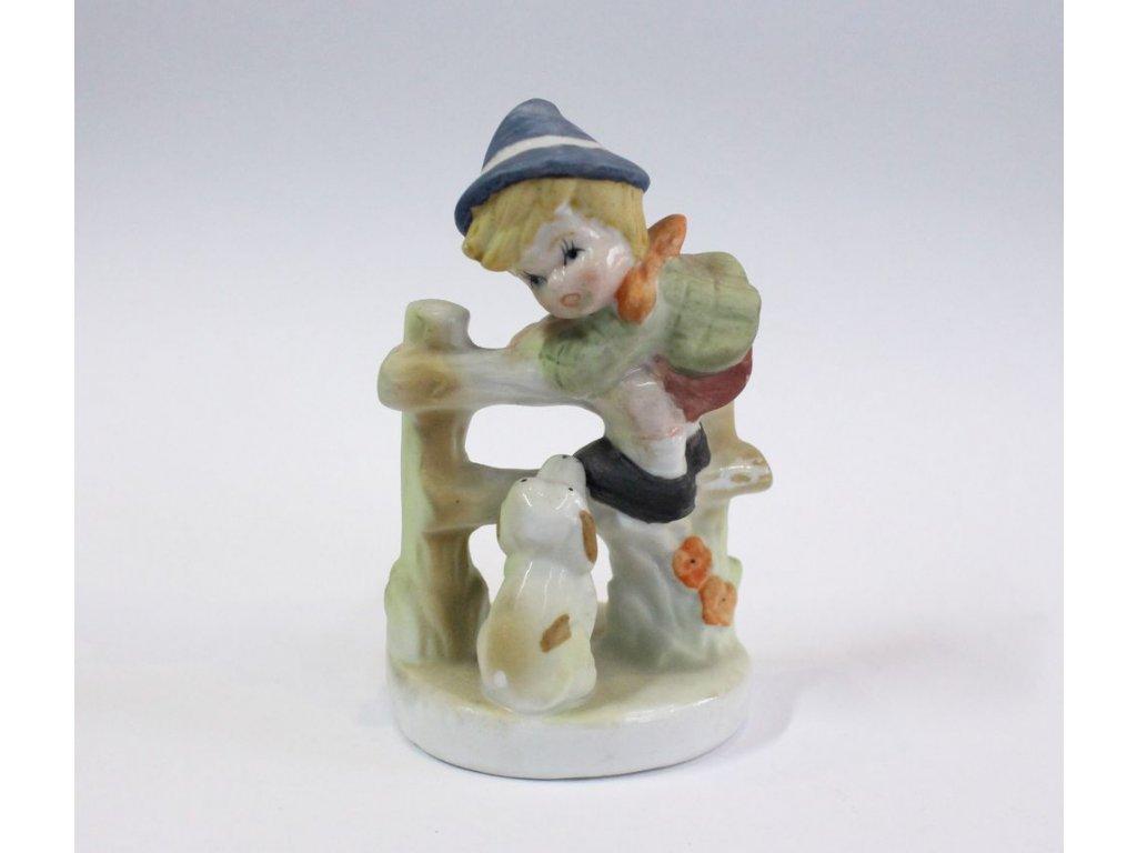 Porcelánová soška chlapeček se psem x300 1
