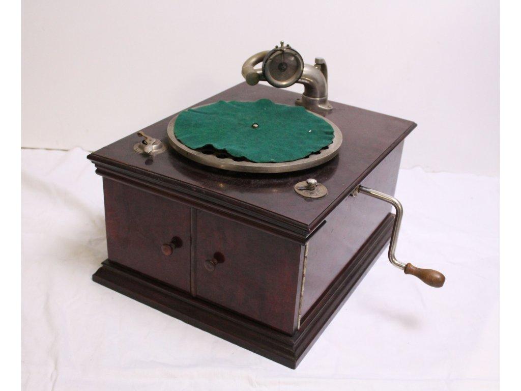 Starý gramofon na kliku x652 4