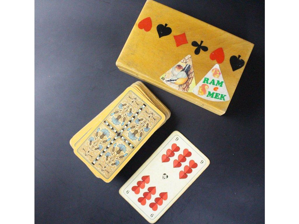 Staré hrací karty s dřevenou krabičkou x6806