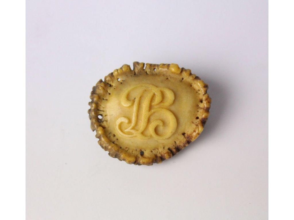 Brož ořech s iniciály PB x768 2