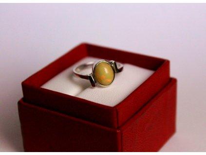 Prsten z bílého zlata s opálem x368 7