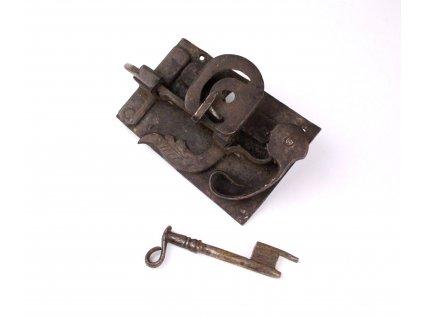 Starořitný kovaný zámek s klíčem x1212 (3)