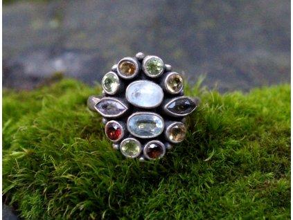 Stříbrný prstýnek barevné kamínky v56