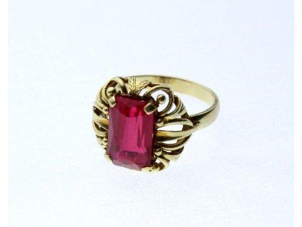 Zlatý prsten červený kámen v63 (4)