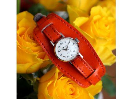 Krásné hodinky Chaika červený řemínek