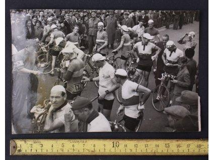 Fotka Švédské šestidenní cyklistické závody - největší v Evropě 9.září 1946