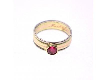 Zlatý prstýnek s rubínem v53