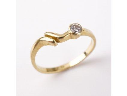 Zlatý prstýnek s kamínkem v51