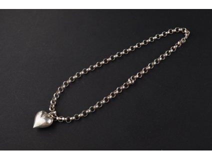 stříbrný řetízek kroužky s přívěskem srdíčko