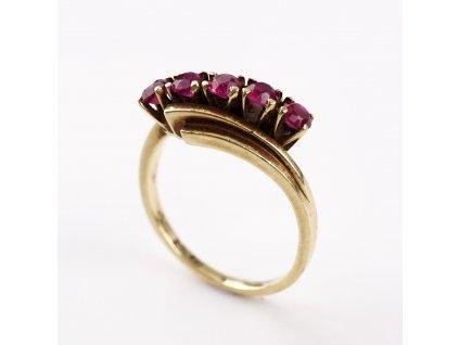 Zlatý prstýnek s rubínky