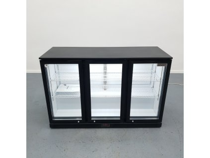 Barová lednice -  1335 x 505 x 895 mm,  se 3 skleněnými dveřmi a 2 policemi - černá
