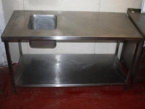 Nerezový stůl s dřezem