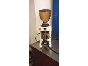 Automatický mlýnek na kávu