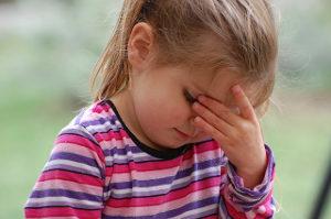 Dítě, děvčátko, bolest hlavy, únava