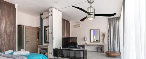 stropní ventilátor AireRyder v ložnici, v malém bytě