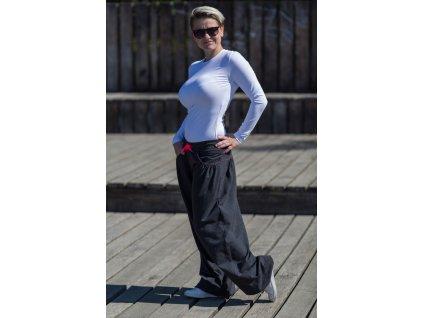 Černé kalhoty s nopky se širokými nohavicemi